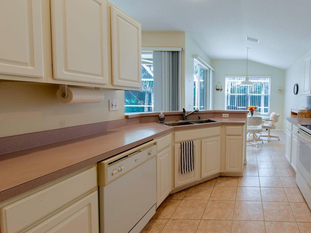 Single Family Home for sale at 250 Fareham Dr, Venice, FL 34293 - MLS Number is N6102735