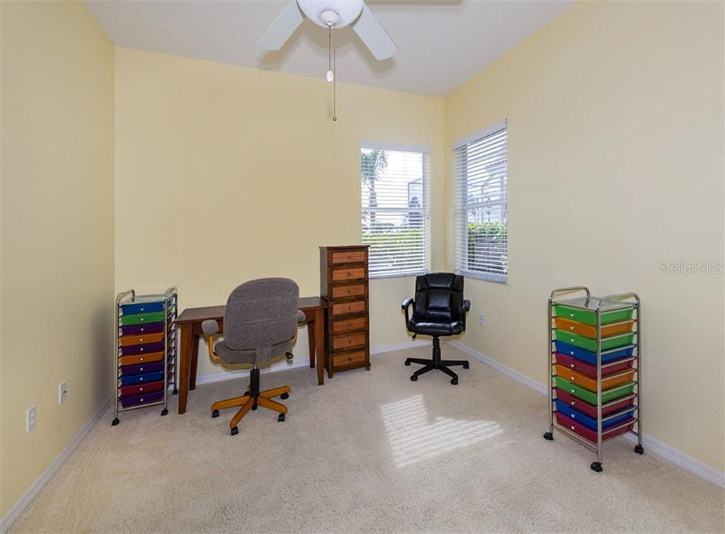 Bedroom 3 - Single Family Home for sale at 627 Lakescene Dr, Venice, FL 34293 - MLS Number is N6103268