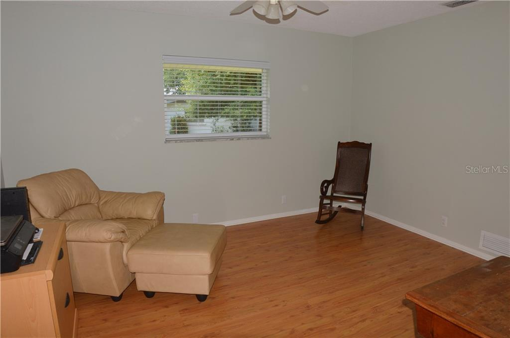 Bedroom 2 - Single Family Home for sale at 400 Park Lane Dr, Venice, FL 34285 - MLS Number is N6103786