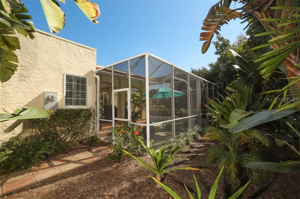 Exterior - Single Family Home for sale at 325 Sorrento St, Venice, FL 34285 - MLS Number is N6104212