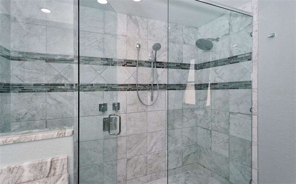 Shower in master bath - Single Family Home for sale at 1460 Strada D Argento, Venice, FL 34292 - MLS Number is N6104612