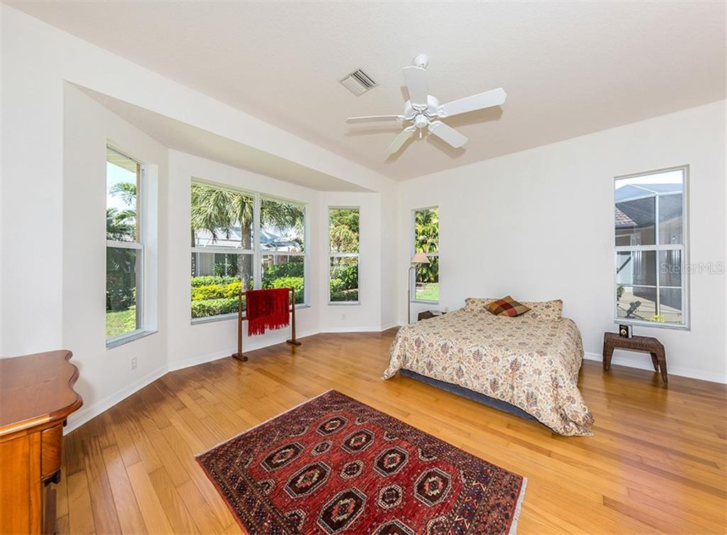Master bedroom - Single Family Home for sale at 662 Lakescene Dr, Venice, FL 34293 - MLS Number is N6104801