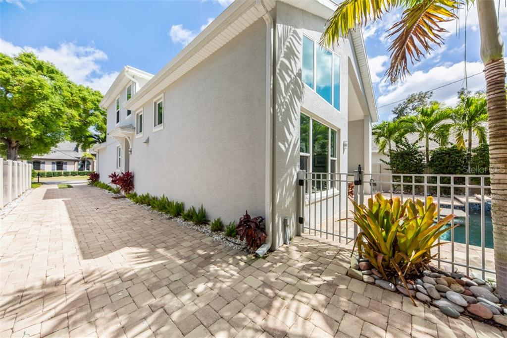 Long Drive offers plenty of park space - Single Family Home for sale at 1716 Arlington St, Sarasota, FL 34239 - MLS Number is N6104891