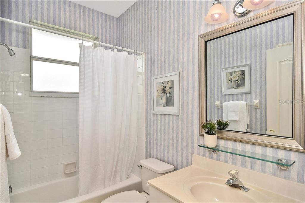 Bathroom 2 - Single Family Home for sale at 322 Dulmer Dr, Nokomis, FL 34275 - MLS Number is N6105498