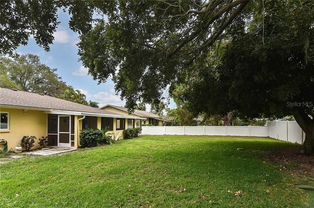 Rear exterior - Single Family Home for sale at 1139 Ketch Ln, Venice, FL 34285 - MLS Number is N6105656