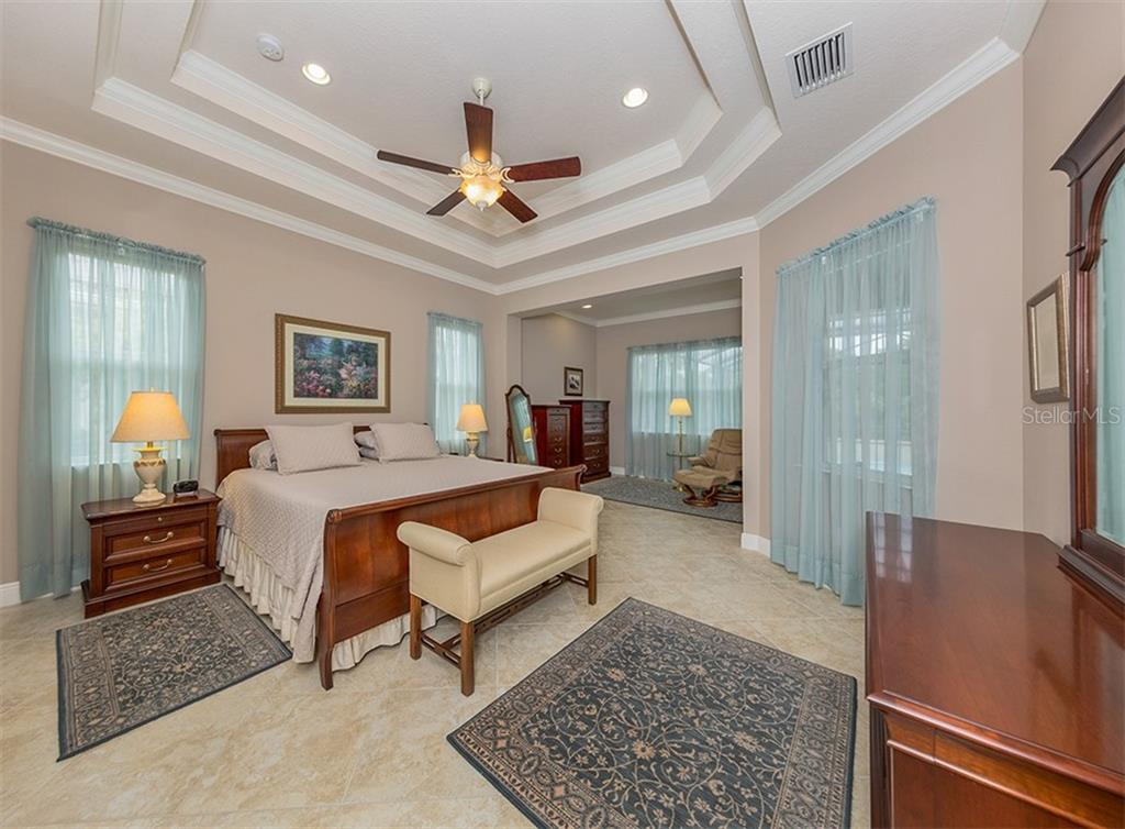 Master bedroom - Single Family Home for sale at 189 Portofino Dr, North Venice, FL 34275 - MLS Number is N6106071