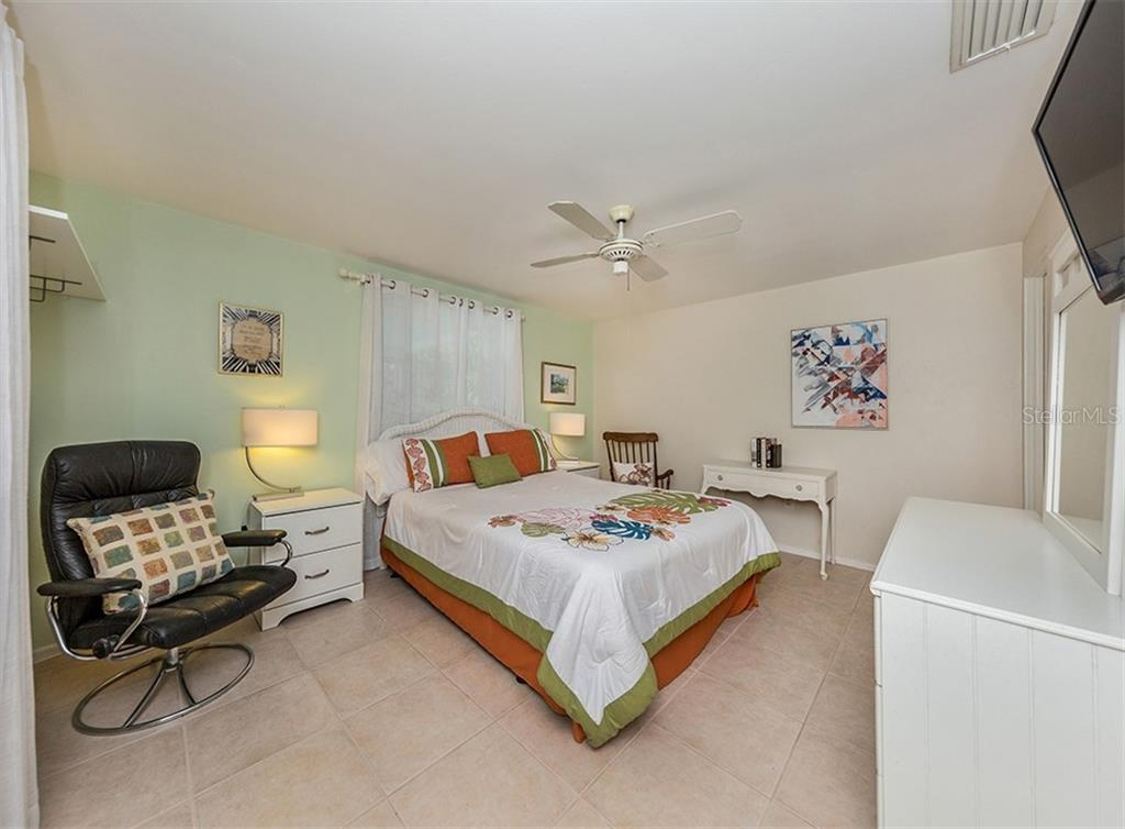 Master bedroom - Single Family Home for sale at 429 Beach Park Blvd, Venice, FL 34285 - MLS Number is N6106119