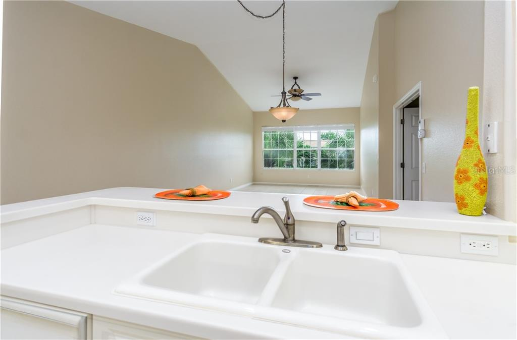 Master Bath Dual Sinks - Condo for sale at 1910 Triano Cir #1910, Venice, FL 34292 - MLS Number is N6106332