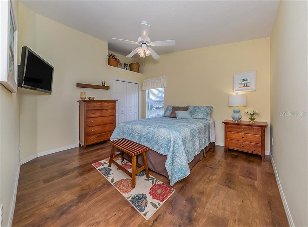 Bedroom 2 - Single Family Home for sale at 521 Waterwood Ln, Venice, FL 34293 - MLS Number is N6107048