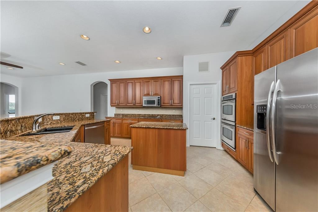 Kitchen - Single Family Home for sale at 262 Pesaro Dr, North Venice, FL 34275 - MLS Number is N6107589