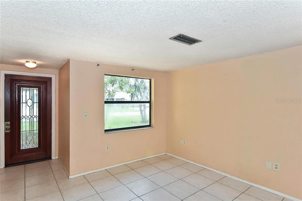 Living room, foyer - Single Family Home for sale at 615 Lehigh Rd, Venice, FL 34293 - MLS Number is N6108175
