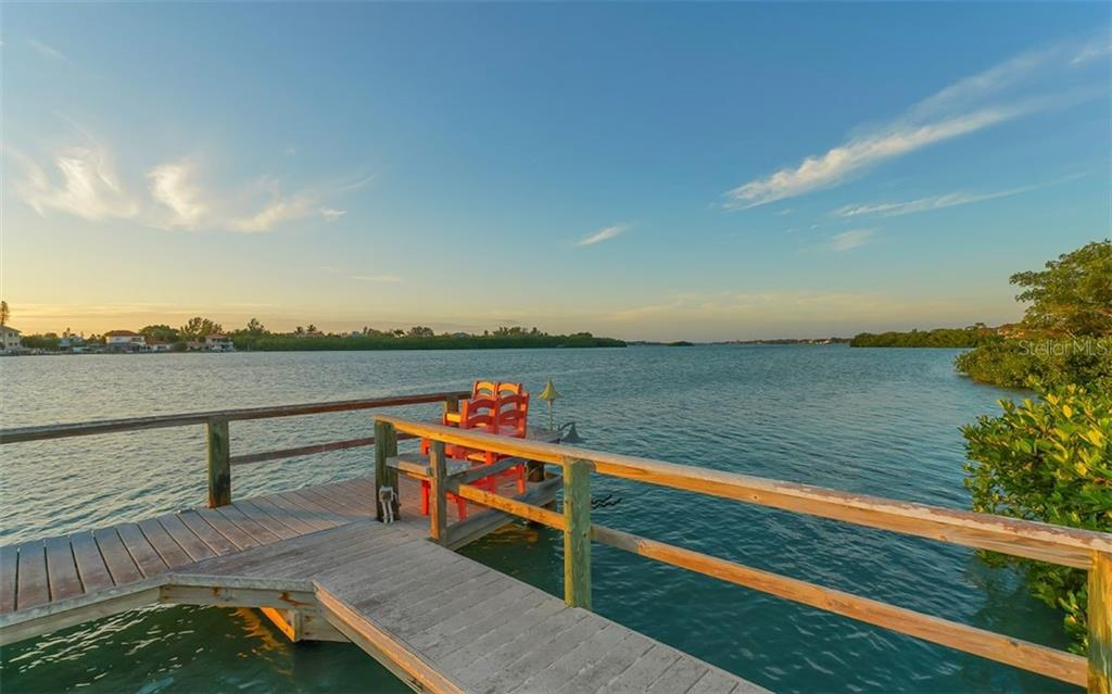 Dock/ICW - Single Family Home for sale at 925 Bayshore Rd, Nokomis, FL 34275 - MLS Number is N6108586