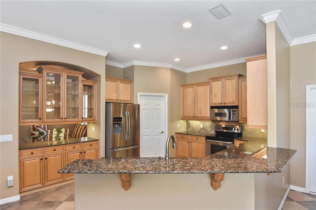 Breakfast bar, kitchen - Single Family Home for sale at 321 Dulmer Dr, Nokomis, FL 34275 - MLS Number is N6108685