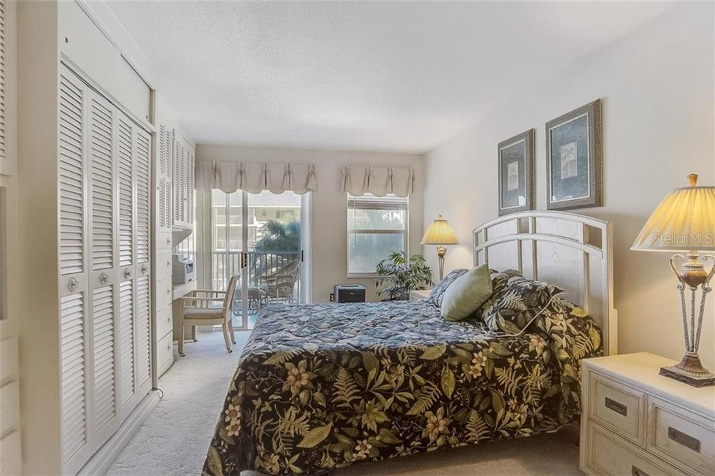 Master bedroom - Condo for sale at 1150 Tarpon Center Dr #203, Venice, FL 34285 - MLS Number is N6108842