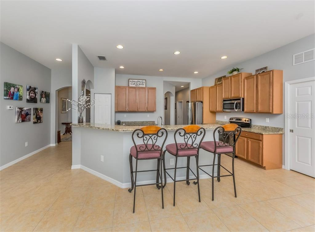 Kitchen/Breakfast Bar - Single Family Home for sale at 5417 Layton Dr, Venice, FL 34293 - MLS Number is N6109503