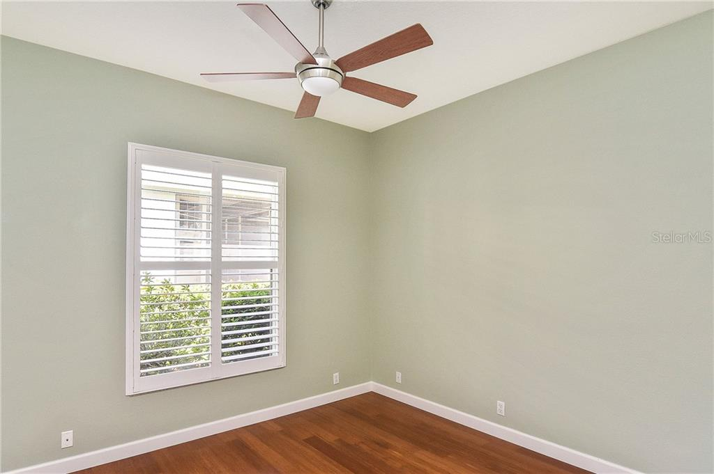Guest bedroom with bamboo floors - Single Family Home for sale at 323 Lansbrook Dr, Venice, FL 34292 - MLS Number is N6109725