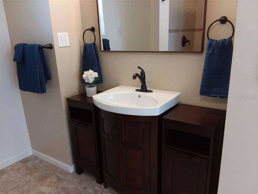 This is part of your luxurious master bath - Single Family Home for sale at 707 S Green Cir #71, Venice, FL 34285 - MLS Number is N6111316