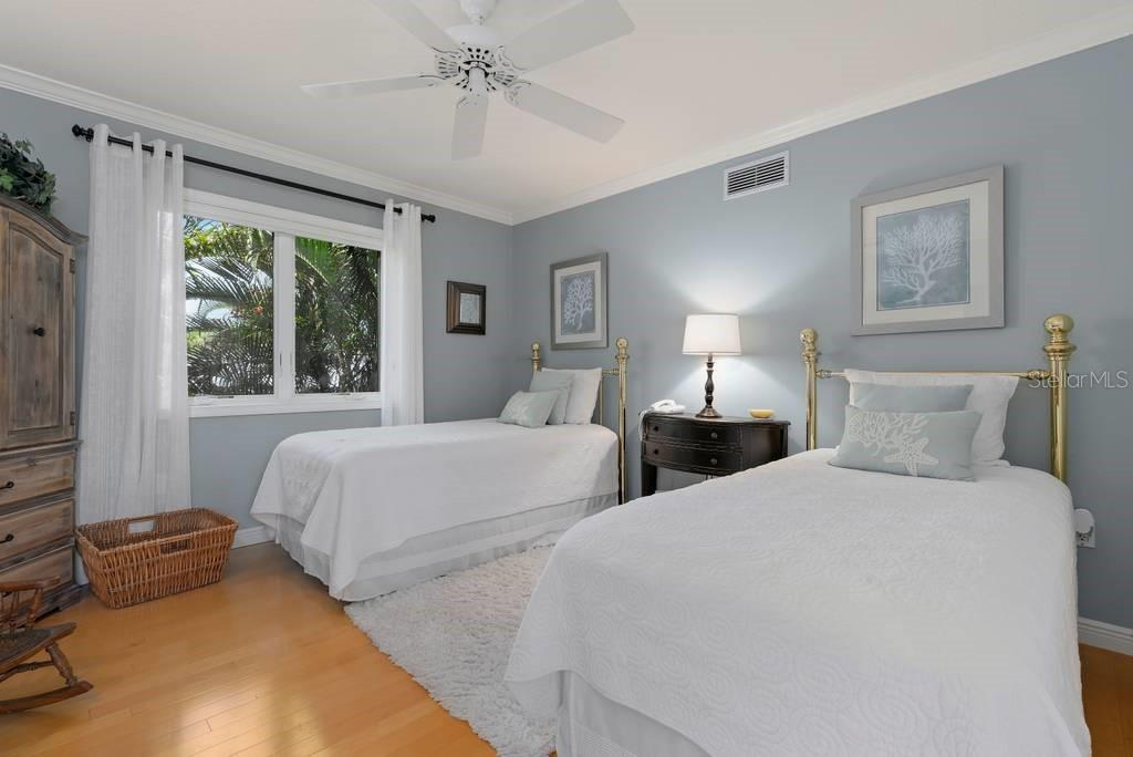 Bedroom 3 - Single Family Home for sale at 725 Eagle Point Dr, Venice, FL 34285 - MLS Number is N6111842