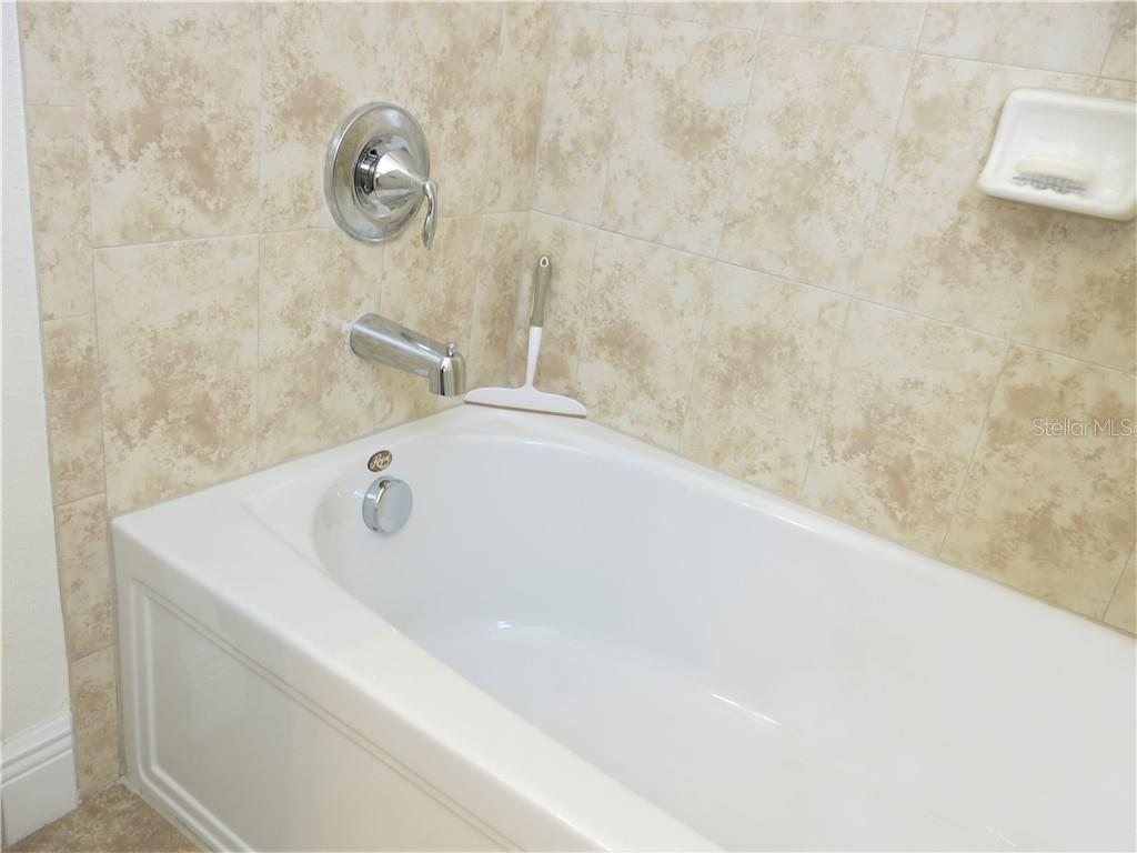 Guest bathroom - Single Family Home for sale at 10424 Crooked Creek Dr, Venice, FL 34293 - MLS Number is N6112285