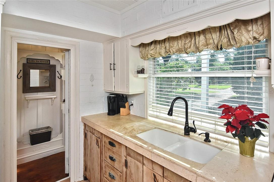 Kitchen - Single Family Home for sale at 608 Armada Rd S, Venice, FL 34285 - MLS Number is N6112900