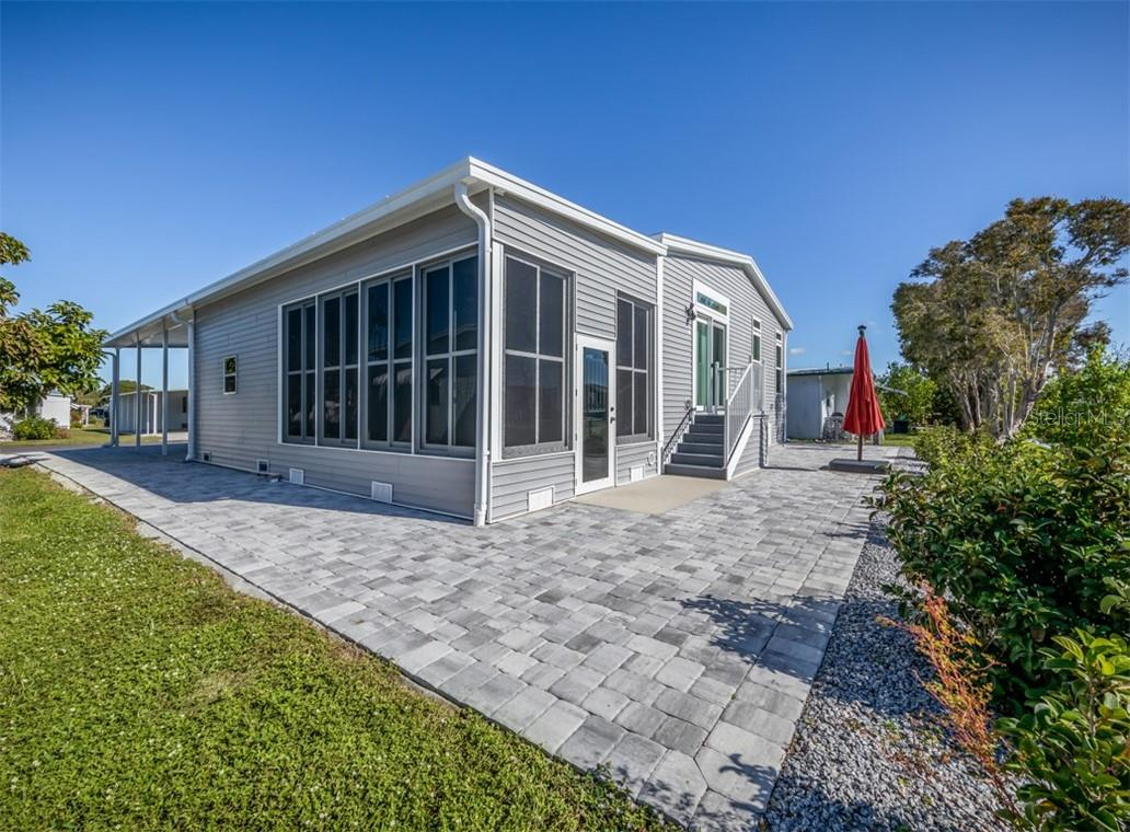 Back with lanai - windows - Single Family Home for sale at 512 Cervina Dr S, Venice, FL 34285 - MLS Number is N6113162