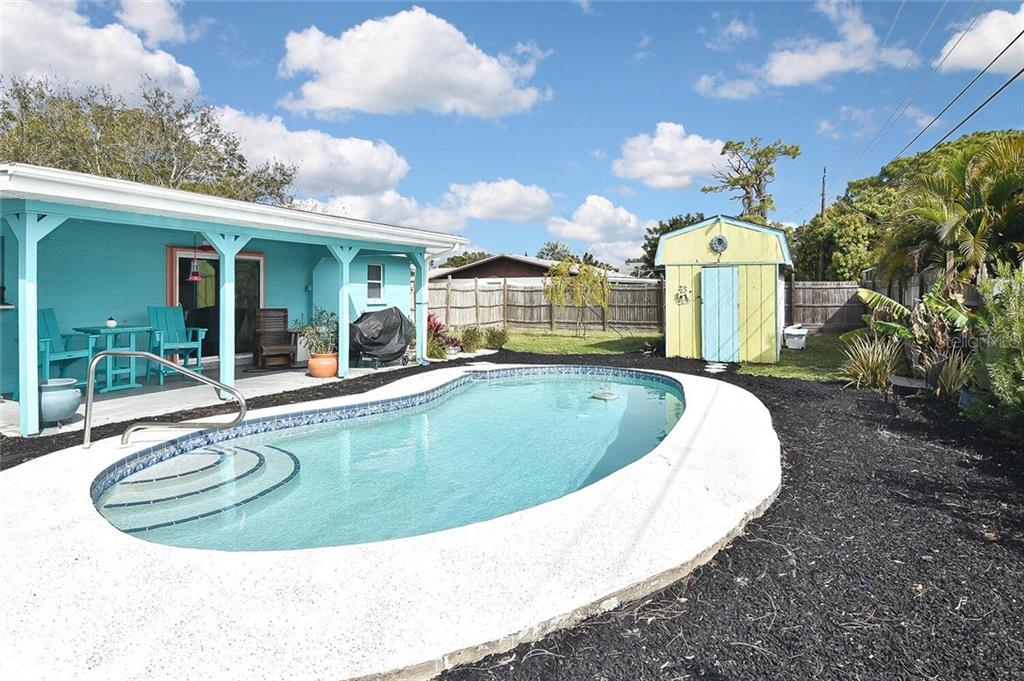Pool, rear exterior - Single Family Home for sale at 991 Kimball Rd, Venice, FL 34293 - MLS Number is N6113781