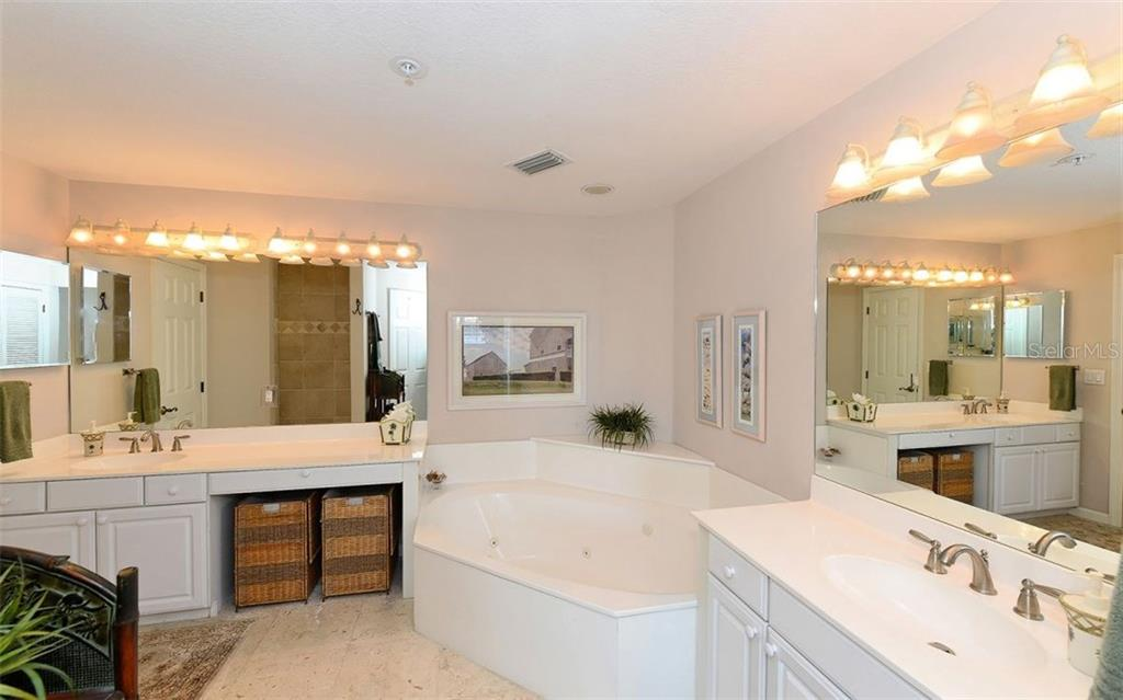 Master bathroom - Condo for sale at 1260 Dolphin Bay Way #401, Sarasota, FL 34242 - MLS Number is A4173008