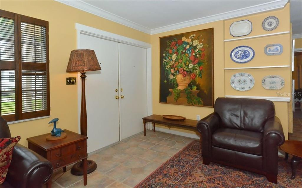 Single Family Home For Sale At 1711 Spring Creek Dr, Sarasota, FL 34239