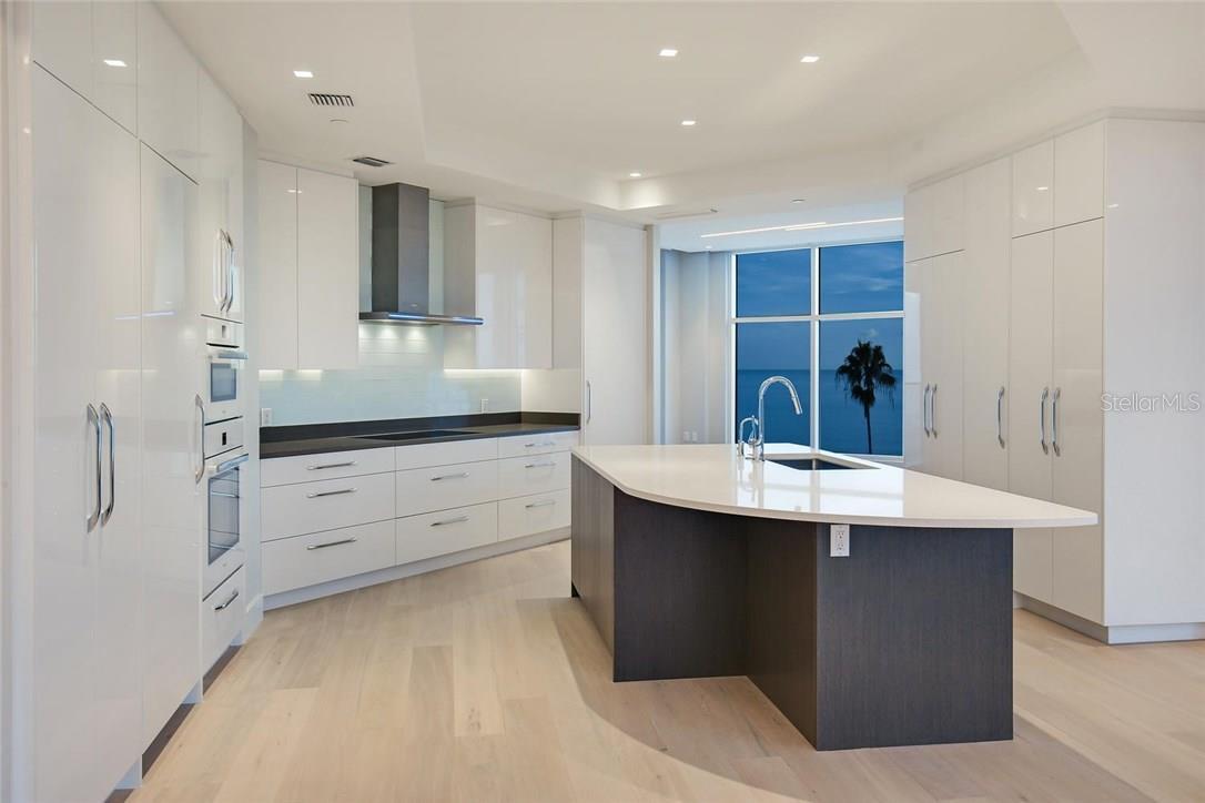Additional photo for property listing at 2251 Gulf Of Mexico #504 2251 Gulf Of Mexico #504 Longboat Key, Florida,34228 Stati Uniti