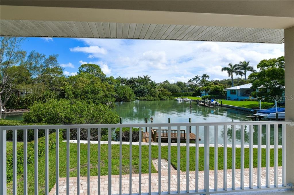 Single Family Home for sale at 1525 Mallard Ln, Sarasota, FL 34239 - MLS Number is A4403955