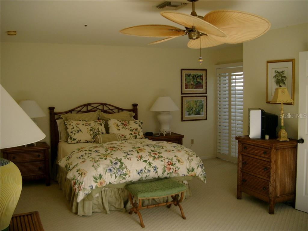 2nd Fl Guest Full Bath - Single Family Home for sale at 3452 Mistletoe Ln, Longboat Key, FL 34228 - MLS Number is A4415200