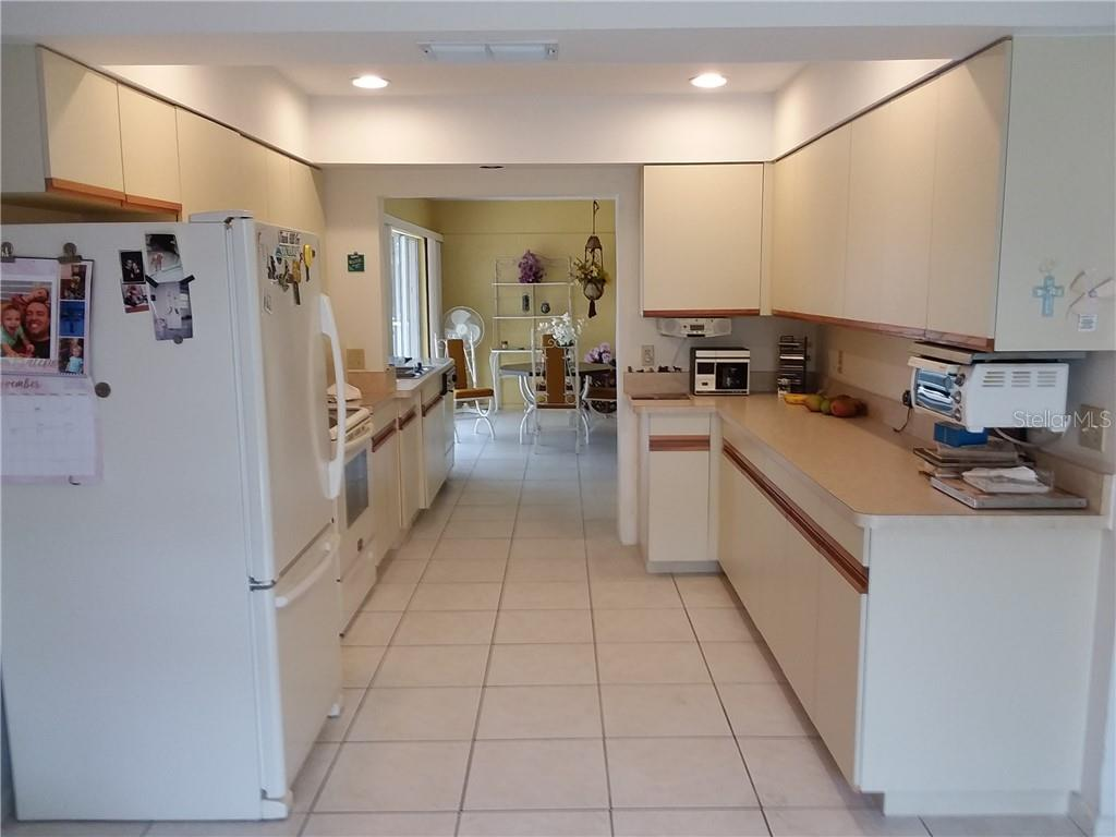 Kitchen - Single Family Home for sale at 3176 E Village Dr, Venice, FL 34293 - MLS Number is A4417064