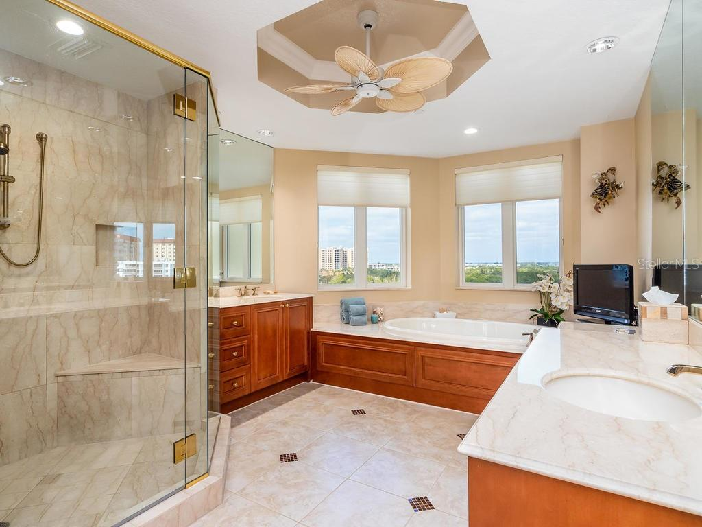 Master bathroom with walk-in shower, jacuzzi tub, dual sinks, private commode and bidet. - Condo for sale at 2050 Benjamin Franklin Dr #a702, Sarasota, FL 34236 - MLS Number is A4424335