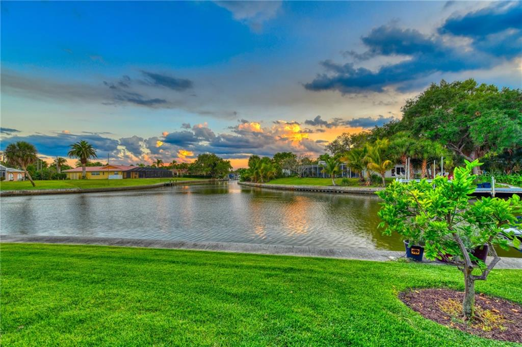 Single Family Home for sale at 818 Paradise Way, Siesta Key, FL 34242 - MLS Number is A4435239