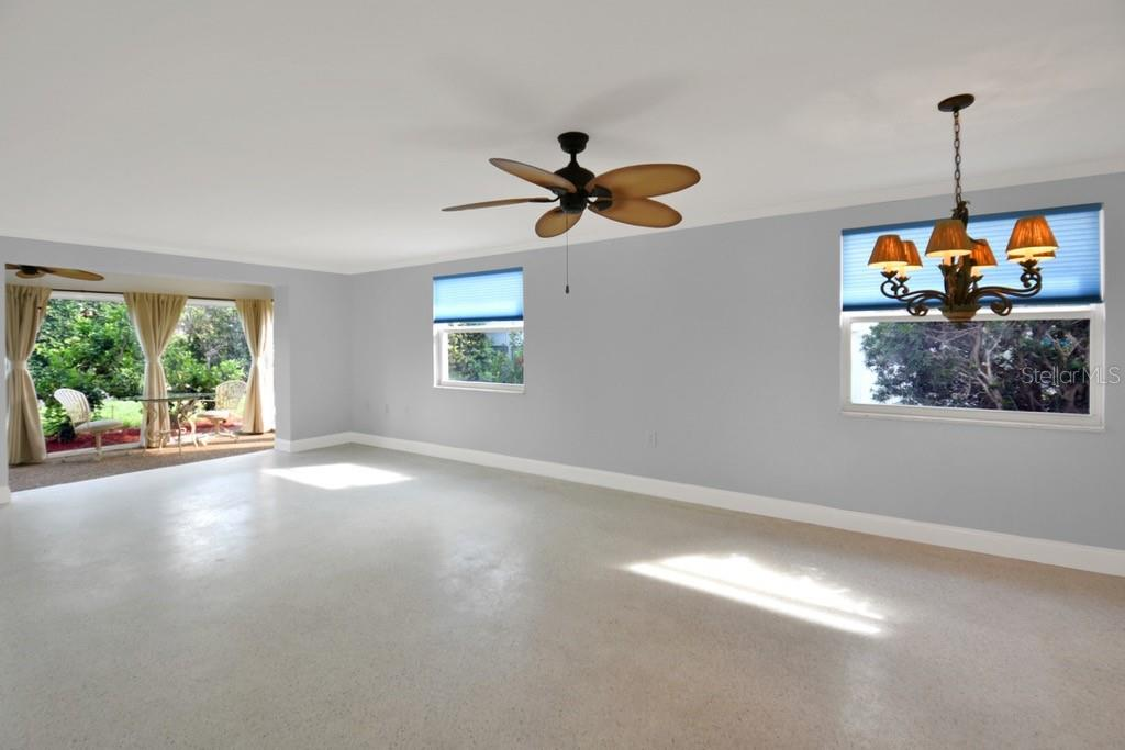 Dining room, living room and lanai 2 - Villa for sale at 717 Spanish Dr N, Longboat Key, FL 34228 - MLS Number is A4438337