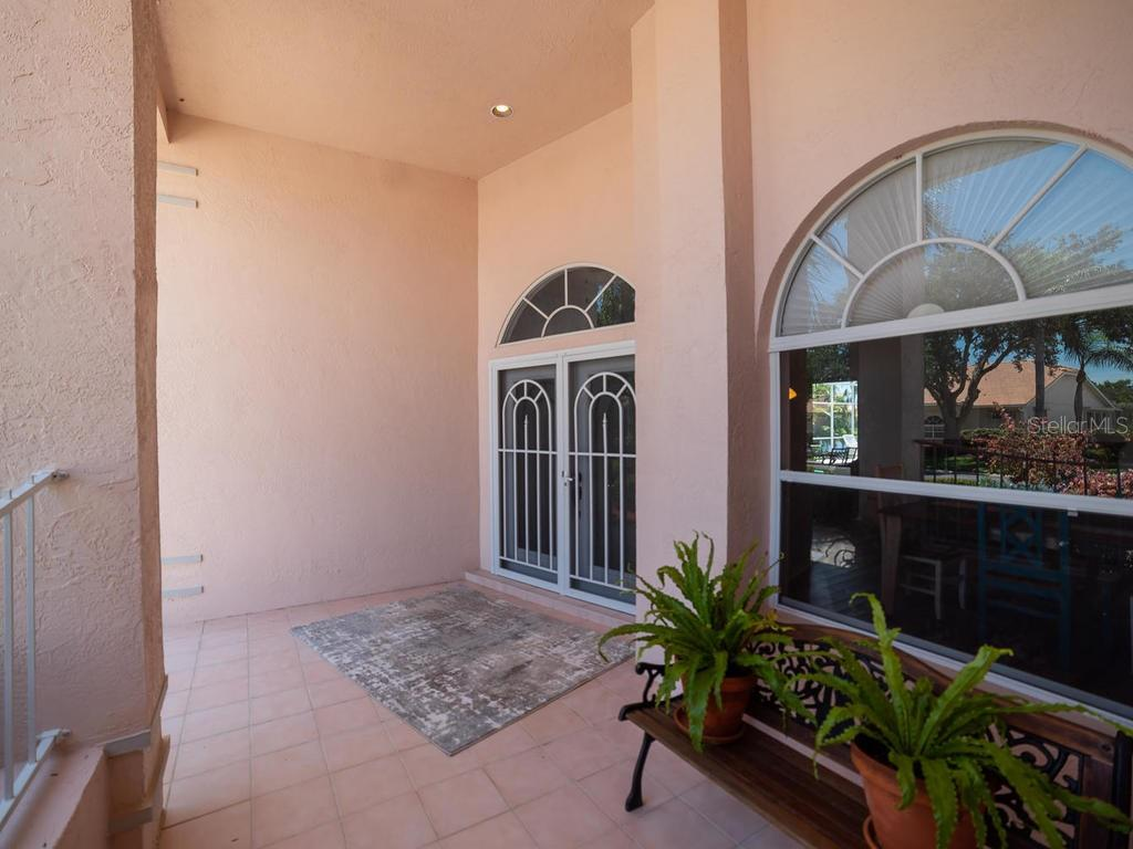 Large covered entryway - Single Family Home for sale at 4117 Via Mirada, Sarasota, FL 34238 - MLS Number is A4438764