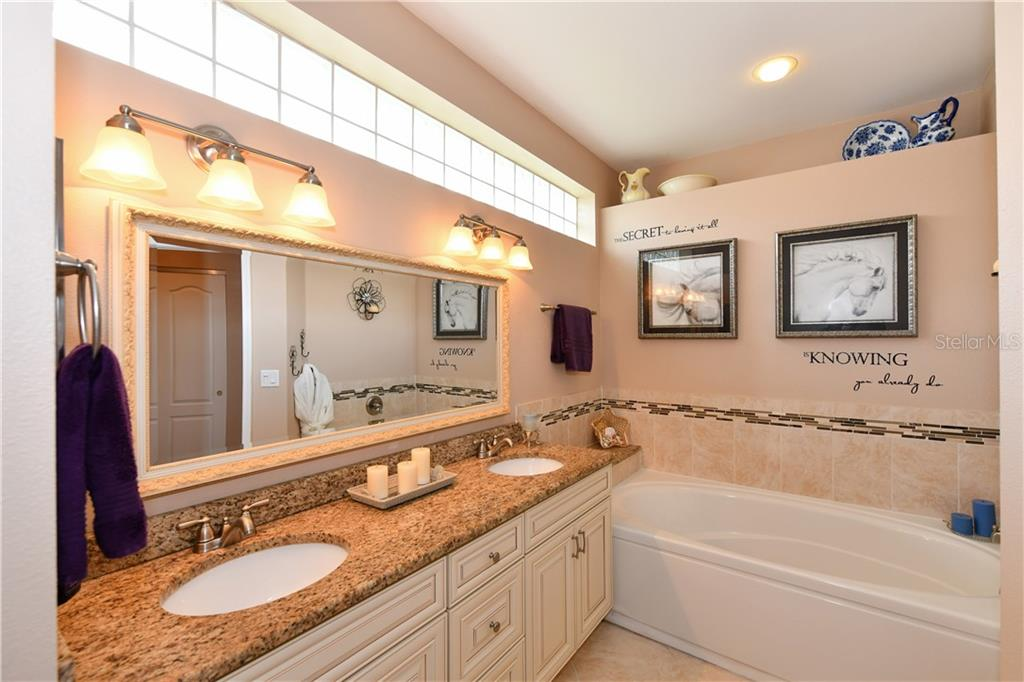 Great soaking tub and transom window to allow natural light including decorative ledge! - Single Family Home for sale at 4074 Via Mirada, Sarasota, FL 34238 - MLS Number is A4439141