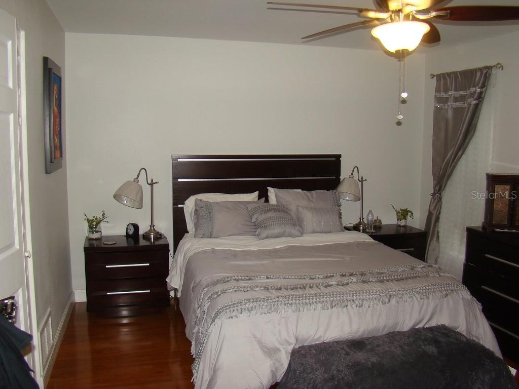 Master Bedroom - Villa for sale at 3008 Ringwood Mdw #5, Sarasota, FL 34235 - MLS Number is A4443322