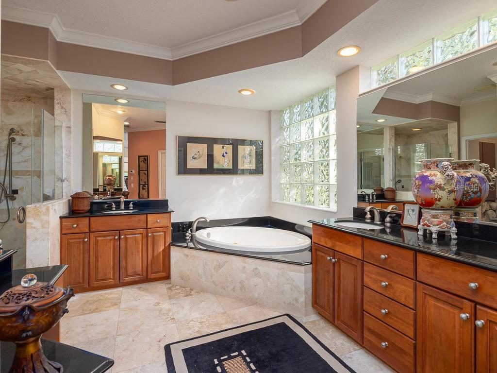 Master Bath - Single Family Home for sale at 6826 Turnberry Isle Ct, Lakewood Ranch, FL 34202 - MLS Number is A4450601