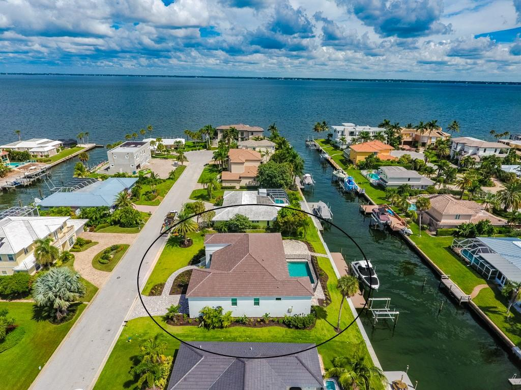 Single Family Home for sale at 560 Wedge Ln, Longboat Key, FL 34228 - MLS Number is A4452288
