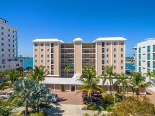 226 Golden Gate Pt #31, Sarasota, FL 34236