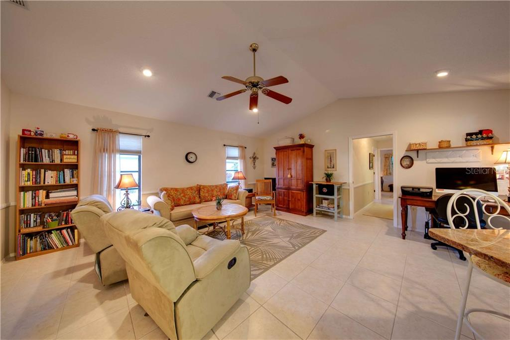Open family room with high ceilings - Single Family Home for sale at 506 Cedarwood Ln, Venice, FL 34293 - MLS Number is N6103905